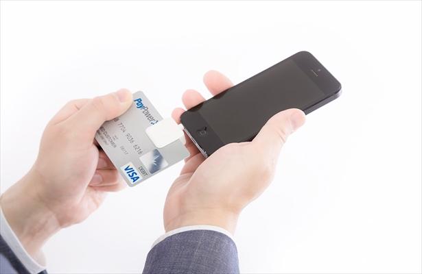 法人クレジットカードのメリットと小口現金を併用する管理方法
